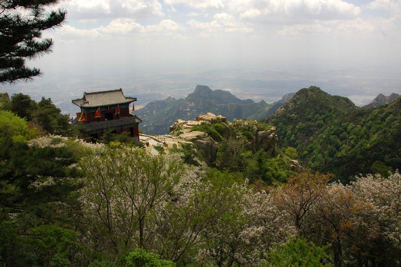 Taishan-mountainside-temple-Mark-Tu